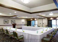 Phòng họp sang trọng với gam màu sáng