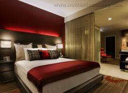 Phòng Superior nổi bật với nội thất đỏ rực rỡ