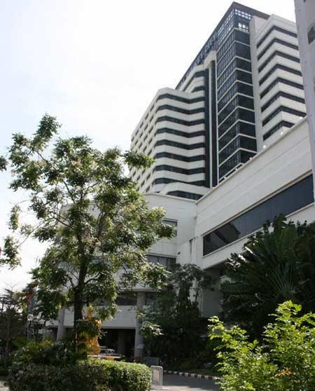 Thi công cửa gỗ nội thất khách sạn Royal Sông Hồng – Lào Cai