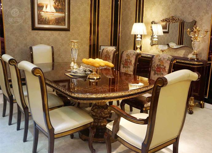 Nội thất phòng ăn theo phong cách thiết kế nội thất cổ điển được trang trí họa tiết hoa văn cầu kì, đối với những không gian sang trọng, đây quả là một lựa chọn nội thất hoàn mỹ.
