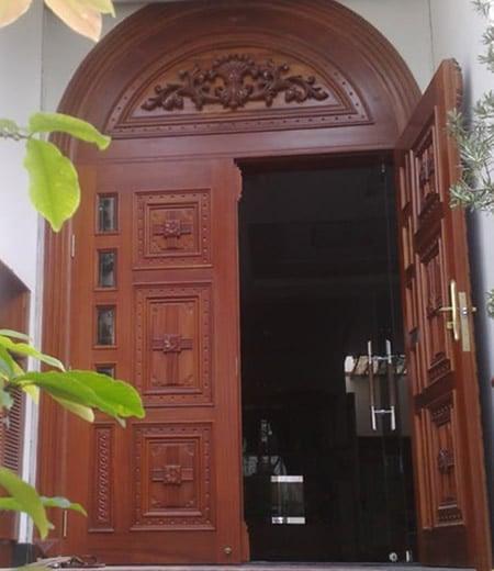 Cửa gỗ tự nhiên Đức Dương – Đẳng cấp cửa gỗ nội thất