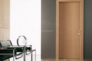 Cửa gỗ công nghiệp: Tốt gỗ, tốt cả nước sơn