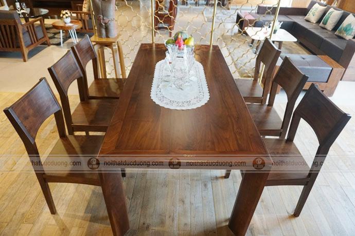 Bộ bàn ghế ăn gỗ óc chó tựa lưng cong rất phù hợp với căn hộ, chung cư, nhà liền kề