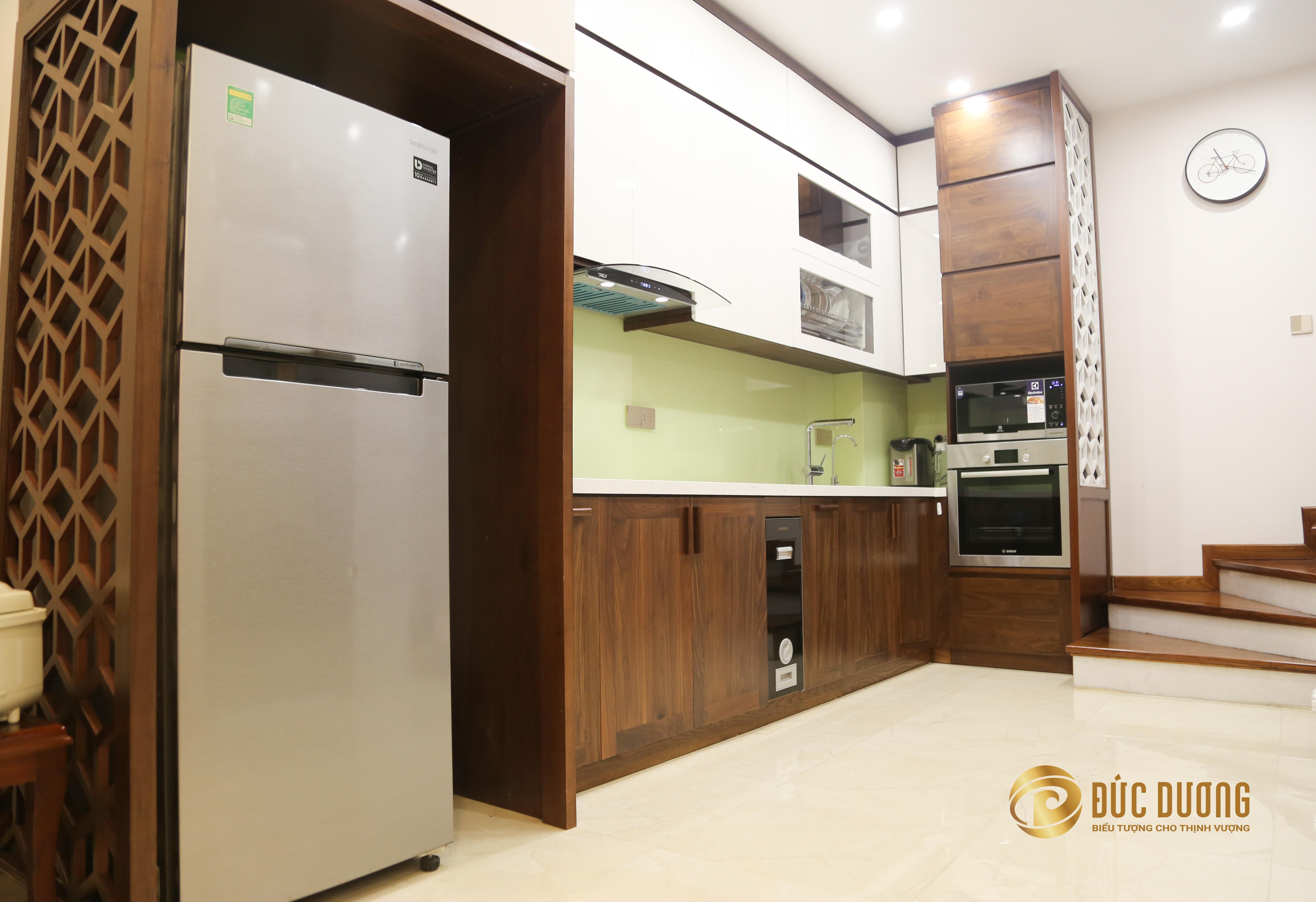 Tủ bếp gỗ óc chó cao cấp