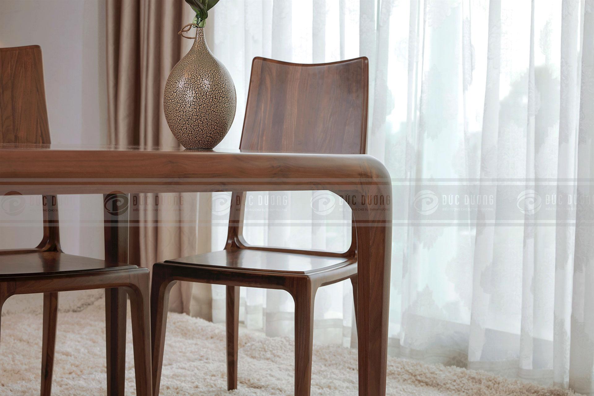 Bàn ghế ăn Charming